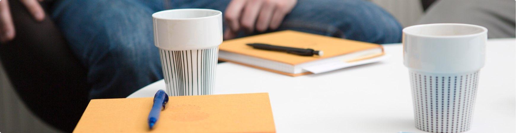 Kaffekopp, block och pennor